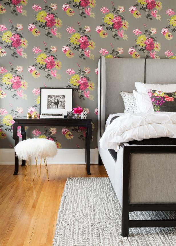 Florals wallpaper bedroom
